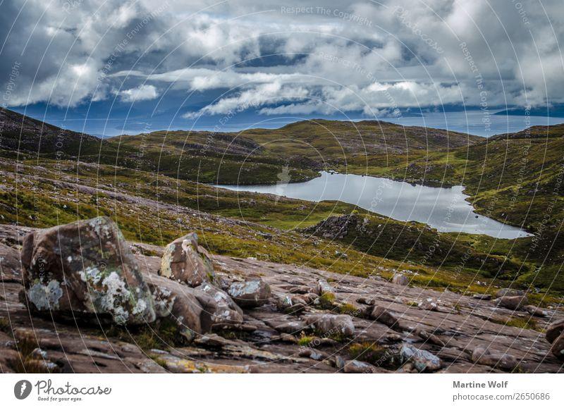 Applecross Umwelt Natur Landschaft Urelemente Himmel Wolken Wetter schlechtes Wetter Wiese Felsen Berge u. Gebirge Highlands Großbritannien Schottland Europa