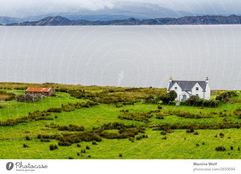 Haus am Meer Umwelt Natur Landschaft Küste Atlantik Einsamkeit Idylle Ferne Europa Gorßbritannien Schottland Farbfoto Außenaufnahme Menschenleer