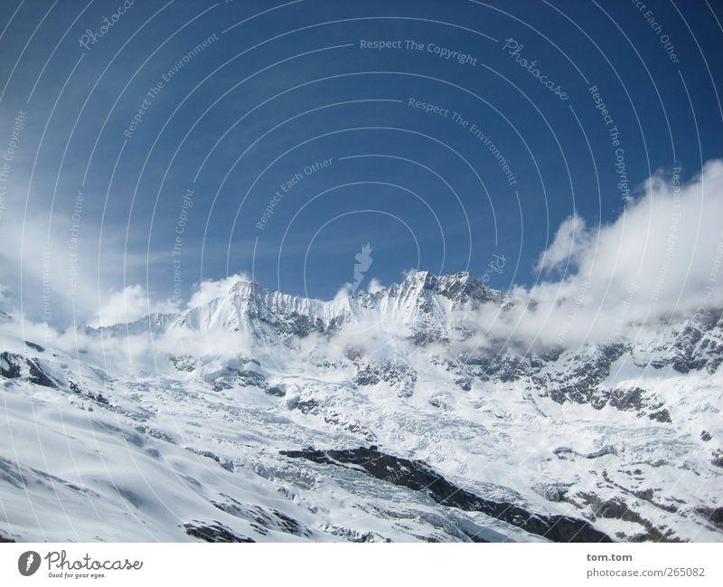 Schweizer Alpen Landschaft Luft Himmel Wolken Winter Schönes Wetter Eis Frost Schnee Felsen Berge u. Gebirge Schneebedeckte Gipfel Gletscher frisch gigantisch