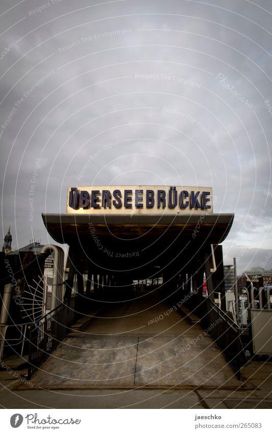 Goldene Zeiten Wolken schlechtes Wetter Unwetter Wind Hamburg Architektur Wege & Pfade Brücke Schifffahrt Kreuzfahrt Hafen Schriftzeichen