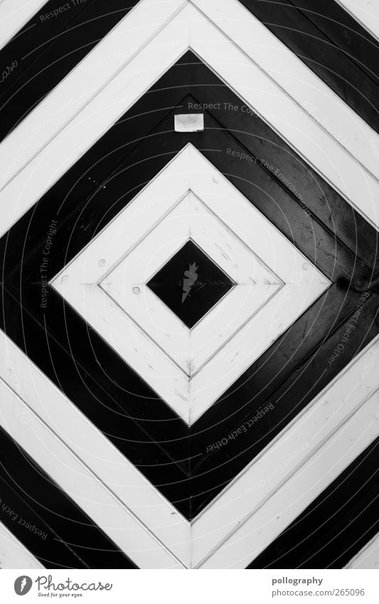 Voll ins Schwarze Tür Namensschild ästhetisch Zufriedenheit Design elegant Kreativität Quadrat Mittelpunkt Spitze Linie Ecke Holz Schwarzweißfoto Außenaufnahme