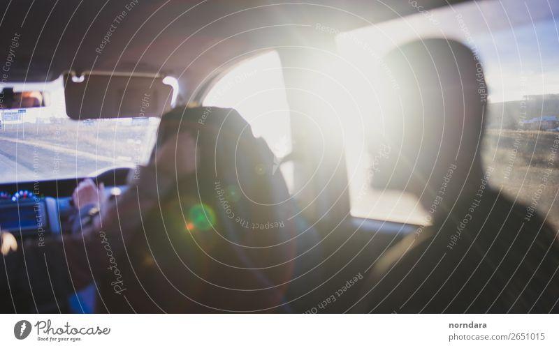 Autofahrt Lifestyle Ferien & Urlaub & Reisen Ausflug Abenteuer Freiheit Städtereise PKW frei Fröhlichkeit Freundschaft Neugier Horizont Autofenster reisend