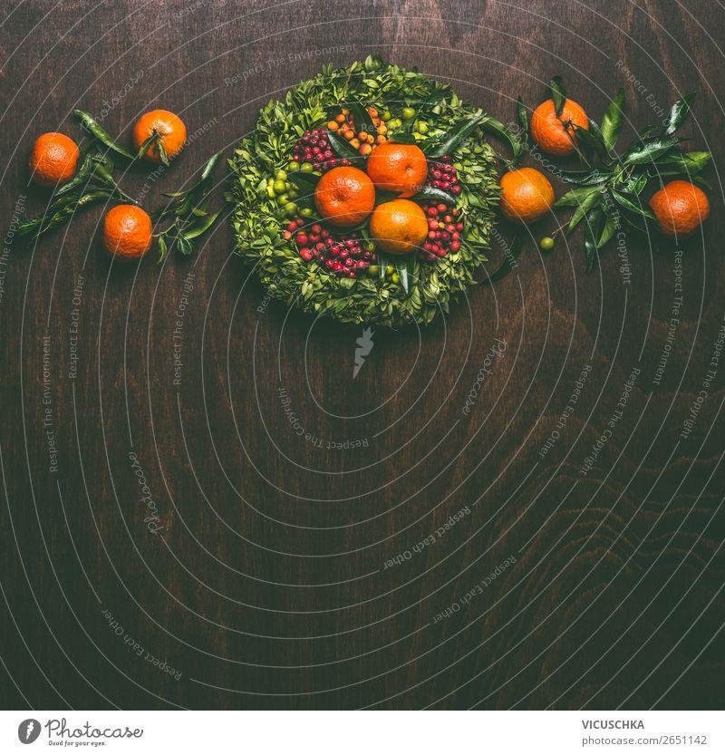 Hintergrund mit Clementinen und Kranz Lebensmittel Frucht Ernährung Festessen kaufen Stil Design Winter Feste & Feiern Weihnachten & Advent