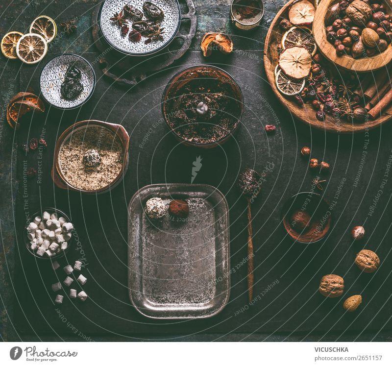 Vegane Trüffel Pralinen machen Lebensmittel Frucht Süßwaren Schokolade Ernährung Bioprodukte Vegetarische Ernährung Diät Geschirr Stil Design Gesundheit