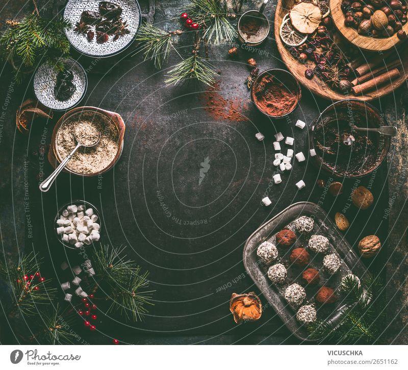 Vegan Trüffel-Pralinen mit Zutaten für Weihnachten Lebensmittel Süßwaren Schokolade Ernährung Festessen Geschirr Stil Design Gesundheit Gesunde Ernährung Winter