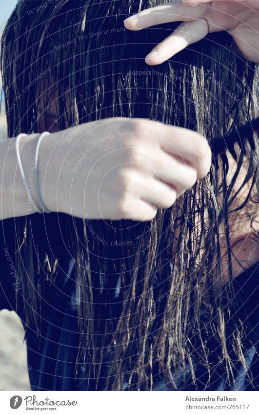 Sie macht die Haare schön III Mensch Jugendliche Erwachsene feminin Leben Haare & Frisuren 18-30 Jahre nass Handwerk Körperpflege sortieren