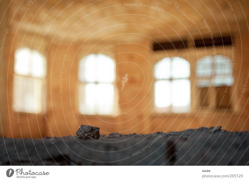 Lichter Haus Ruine Gebäude Mauer Wand Fenster Stein dunkel hell gelb grau stagnierend Verfall Vergangenheit Vergänglichkeit Boden Fensterblick Fensterplatz
