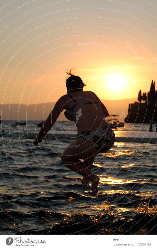 Ohrid I Mensch Frau Himmel Jugendliche Ferien & Urlaub & Reisen Sonne Meer Sommer Freude Erwachsene Ferne Erholung Freiheit Küste springen See