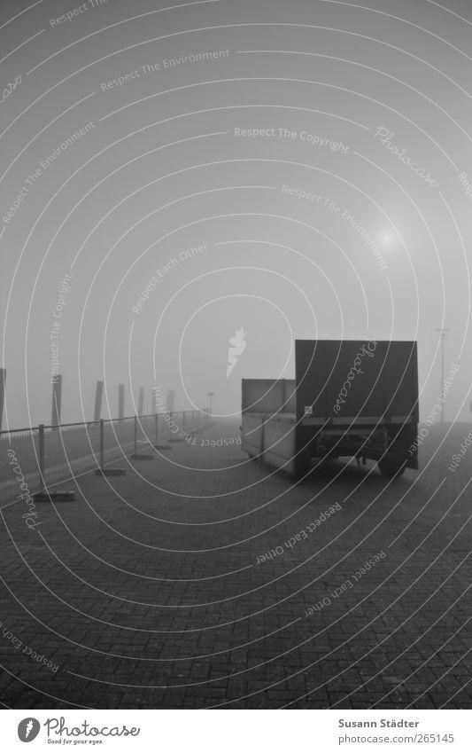 heiße sonne. Himmel Wolken Sonnenfinsternis Schönes Wetter Küste kalt Nebel Nebelbank Spiekeroog Anhänger Menschenleer Unbewohnt gruselig Einsamkeit Hafen