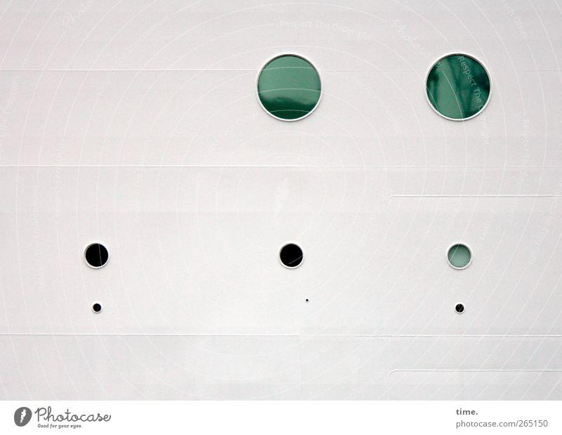 KI09 | Murmelschiff Verkehrsmittel Schifffahrt Kreuzfahrt Passagierschiff Kreuzfahrtschiff Loch Glas Metall Kreis kreisrund ästhetisch grün schwarz weiß