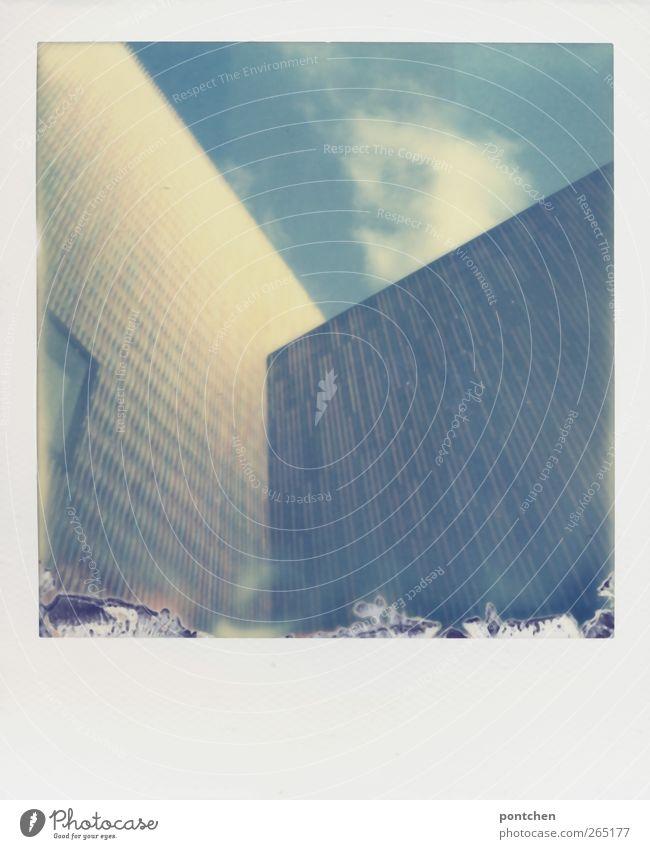 Impossible is bad Himmel Stadt Wolken Fenster Architektur Gebäude Bauwerk München Museum Stadtzentrum himmelblau
