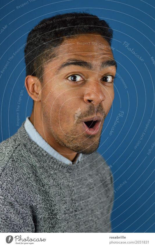 Juhuu Mensch maskulin Junger Mann Jugendliche Erwachsene Kopf Mund 1 18-30 Jahre Pullover schwarzhaarig Locken Afro-Look Dreitagebart entdecken Lächeln
