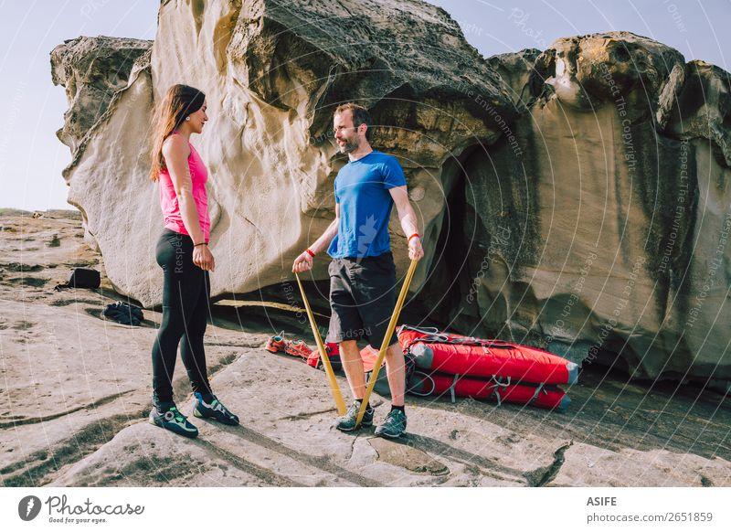 Ein paar Kletterer, die sich vor dem Klettern aufwärmen. Freude Freizeit & Hobby Abenteuer Meer Berge u. Gebirge wandern Sport Bergsteigen Frau Erwachsene Mann