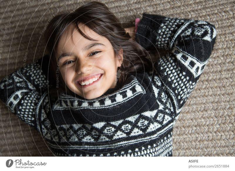 Großes Lächeln Freude schön Gesicht Kind Mensch Frau Erwachsene Kindheit Zähne Arme Pullover brünett lachen Fröhlichkeit klein niedlich selbstbewußt bequem