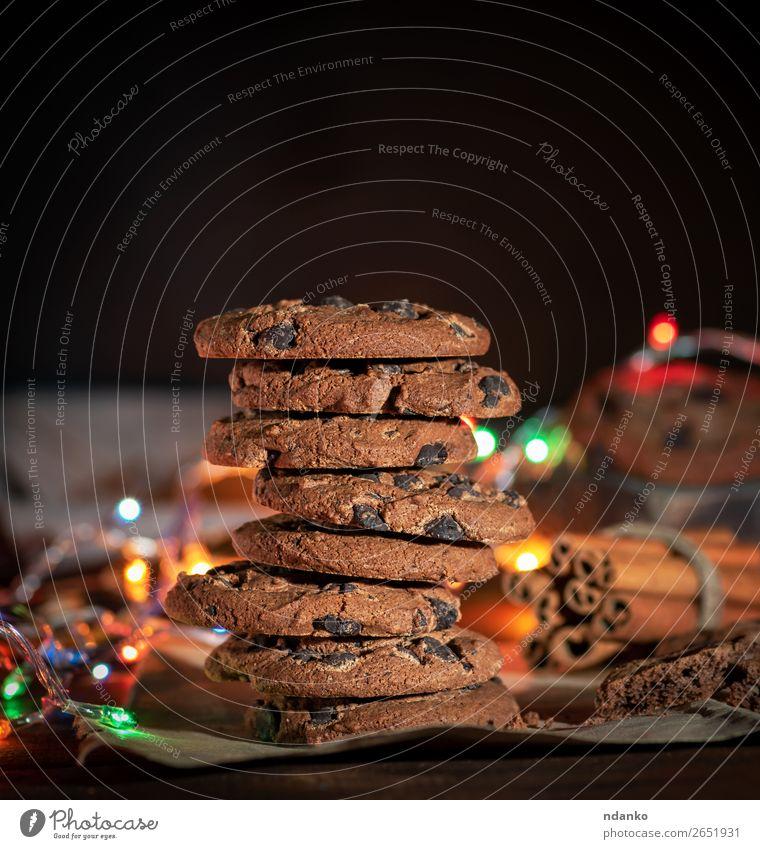 Stapel runder Schokoladenkekse Dessert Süßwaren Frühstück Weihnachten & Advent Silvester u. Neujahr Holz dunkel lecker braun Tradition Plätzchen Keks