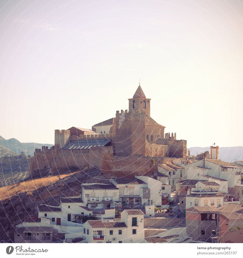 Castillo de Hisn-Ashar [XXXV] Haus Wand Mauer Tourismus Kirche Turm retro violett Bauwerk Dorf Burg oder Schloss Wahrzeichen Spanien Sehenswürdigkeit Sightseeing Altstadt