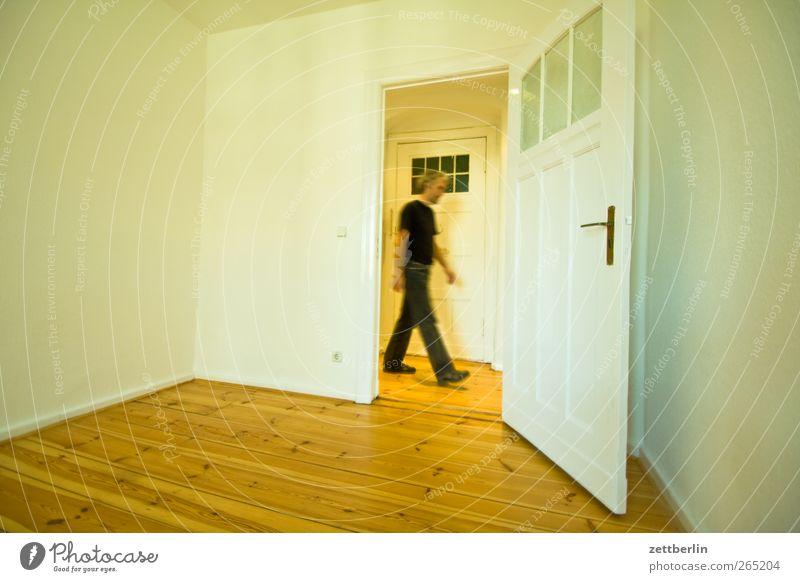 Vorbeilaufen again Häusliches Leben Wohnung Bauwerk Gebäude Architektur Mauer Wand Fenster Tür Holz gehen weiß Altbau boden dielen Flur Haushalt Parkett türen