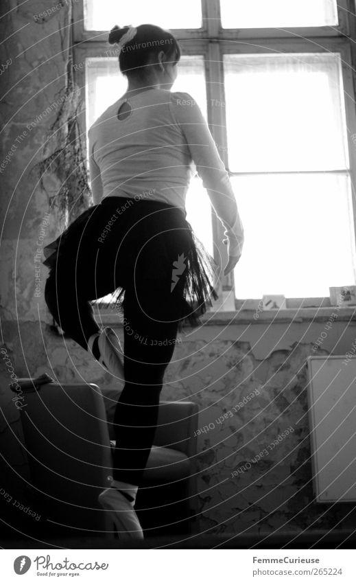 Ballet II. Mensch Frau Erwachsene Bewegung Beine Fuß elegant ästhetisch stehen Körperhaltung Konzentration Balletttänzer Sport-Training Strumpfhose vertikal