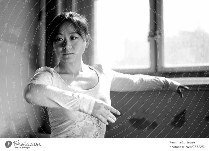 Ballet III. feminin Junge Frau Jugendliche Erwachsene Kopf Arme Hand 1 Mensch 18-30 Jahre ästhetisch Bewegung elegant Leichtigkeit Kraft Sport-Training