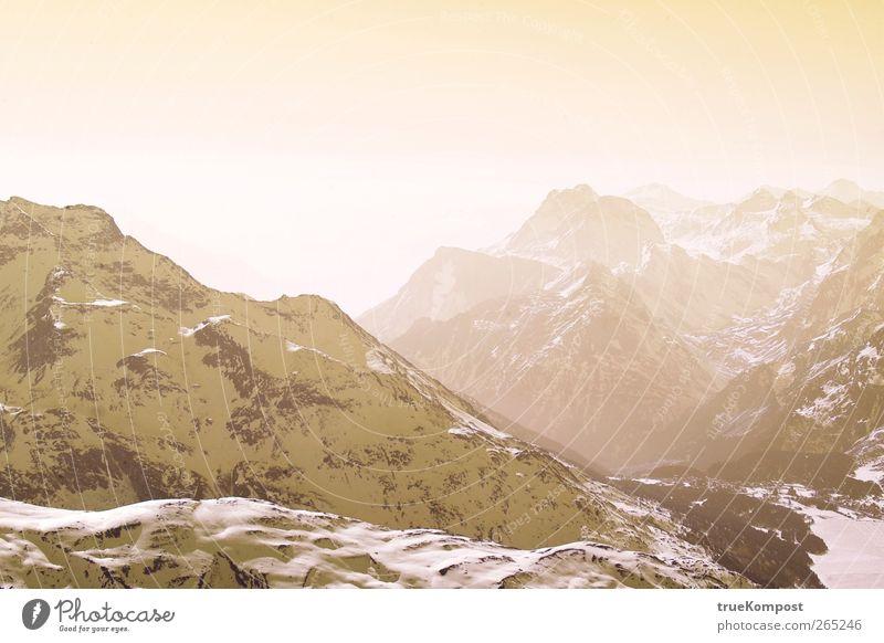 Berg Diesig Himmel Natur Ferien & Urlaub & Reisen Sonne Landschaft Ferne Winter kalt Berge u. Gebirge gelb Schnee Freiheit Tourismus ästhetisch Schönes Wetter