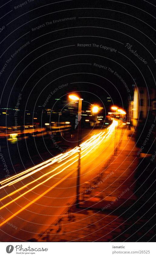 Weg zum glück Frankfurt am Main Langzeitbelichtung gelb Laterne Straße PKW