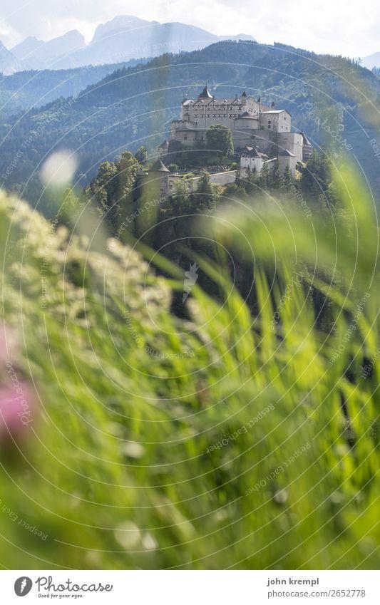 IV Burg Hohenwerfen - Ahoi, mein Mädchen Burg oder Schloss Mittelalter Ritter historisch Turm Himmel Wolken Festung Salzburger Land Wald Außenaufnahme