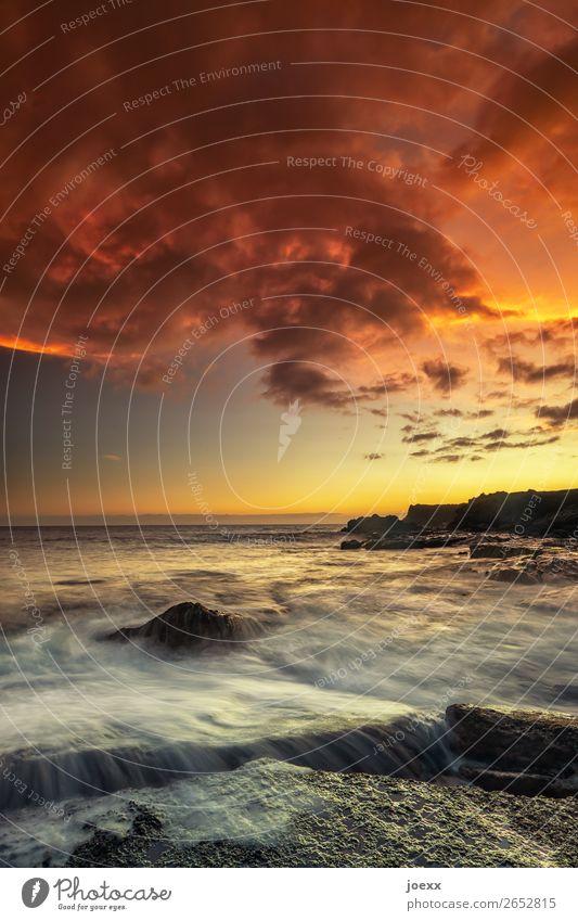 Himmelsfeuer Ferien & Urlaub & Reisen Sommer Wasser Landschaft rot Meer Wolken Strand schwarz gelb orange Felsen Horizont Wellen Idylle Schönes Wetter