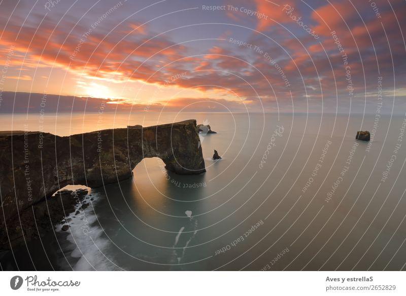 Klippe und Bogen von Dyrhólaey, Island Umwelt Natur Landschaft Wasser Himmel Wolkenloser Himmel Horizont Sonne Sonnenaufgang Sonnenuntergang Klima