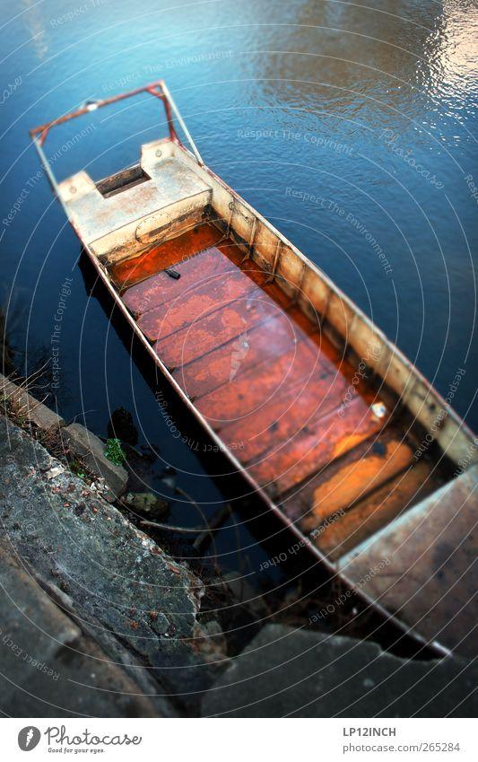 Red Stint Ferien & Urlaub & Reisen Tourismus Sightseeing Lüneburg Altstadt Schifffahrt Bootsfahrt Hafen Stahl Rost Wasser alt rot Umwelt Umweltverschmutzung