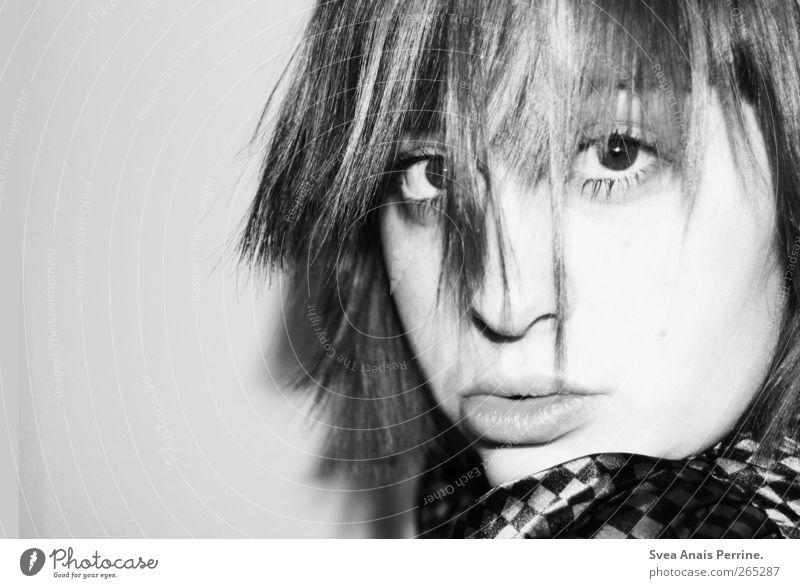 zu früh. feminin Junge Frau Jugendliche Haare & Frisuren Gesicht Lippen 1 Mensch 18-30 Jahre Erwachsene Coolness Schwarzweißfoto Innenaufnahme