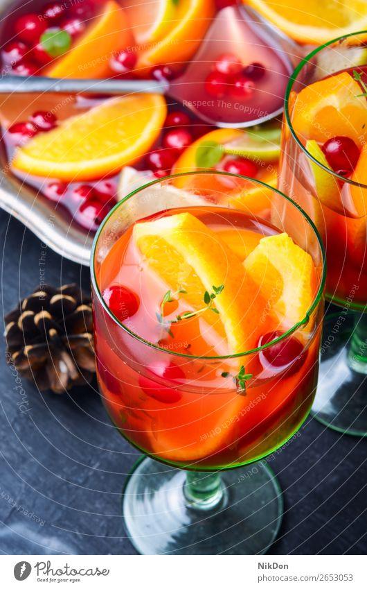 Glühwein-Getränk Wein Sangria trinken rot orange Alkohol Glas Bowle süß Feiertag Weihnachten Frucht Gewürz Winter überdacht heiß Anis traditionell Zitrusfrüchte