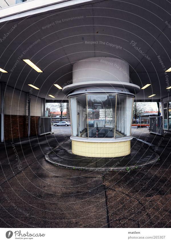 cockpit Stadt Menschenleer Industrieanlage Architektur Mauer Wand Straßenverkehr braun gelb Kontrolle Neonlampe Tor Cockpit Fliesen u. Kacheln Beton Glas Insel