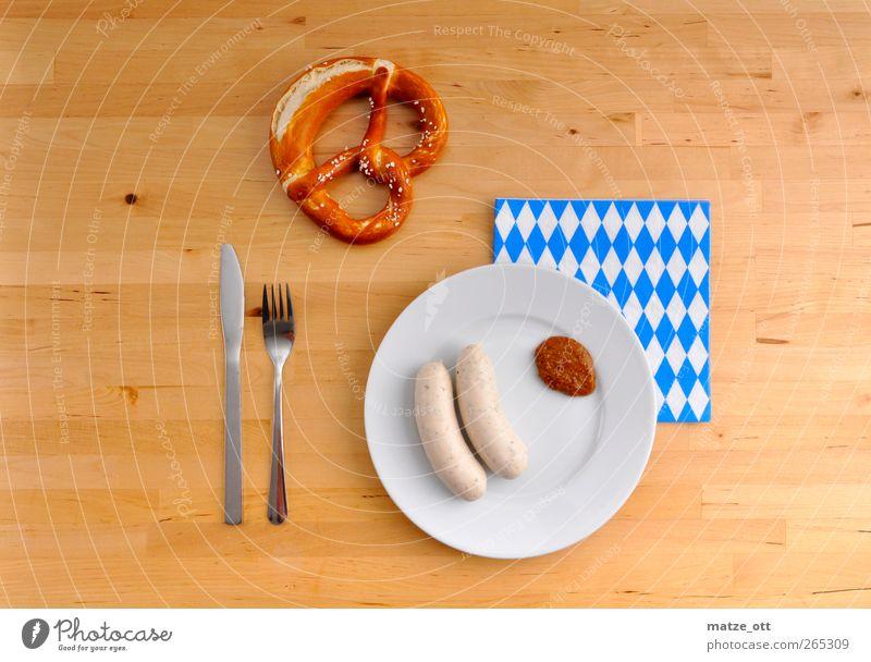 Brotzeit auf Bayerisch Lebensmittel Wurstwaren Ernährung Frühstück Geschirr Teller Messer Gabel Holz genießen Weißwurst Senf Brezel Serviette Besteck