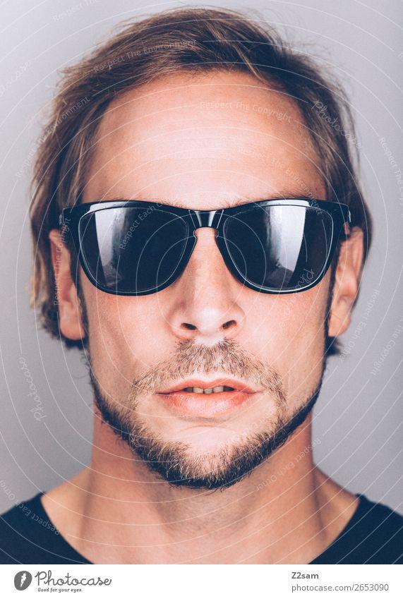 Sunglasses Lifestyle elegant Stil maskulin Junger Mann Jugendliche 18-30 Jahre Erwachsene 30-45 Jahre Mode T-Shirt Sonnenbrille langhaarig Coolness trendy