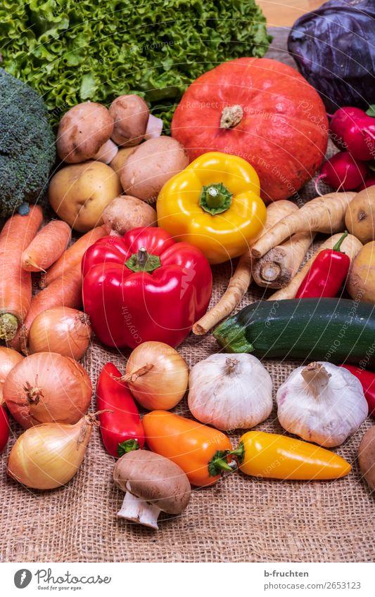 frisches Gemüse Salat Salatbeilage Bioprodukte Vegetarische Ernährung Gesunde Ernährung Gesundheit mehrfarbig Vielfältig Verschiedenheit Gemüsemarkt Ernte