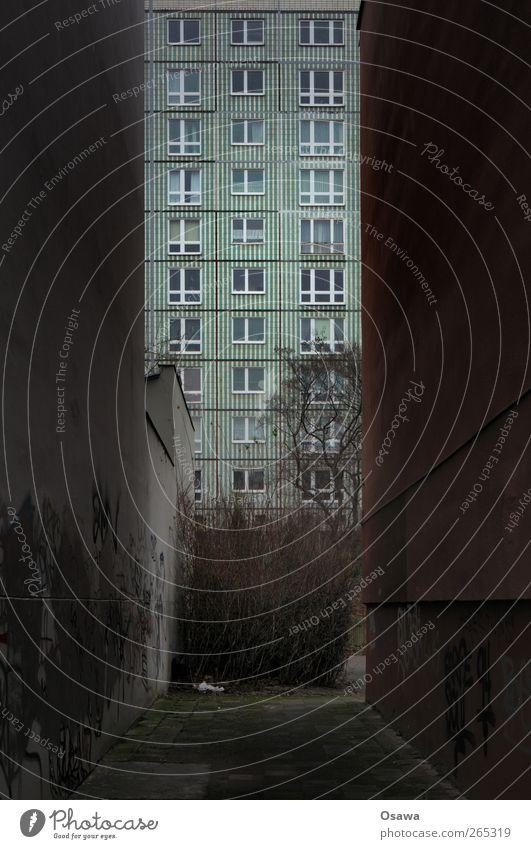 Nischendasein Stadt Haus Fenster Wand Berlin Architektur Mauer Gebäude Fassade Hochhaus Bauwerk Sehnsucht Platzangst Langeweile Hauptstadt Fernweh
