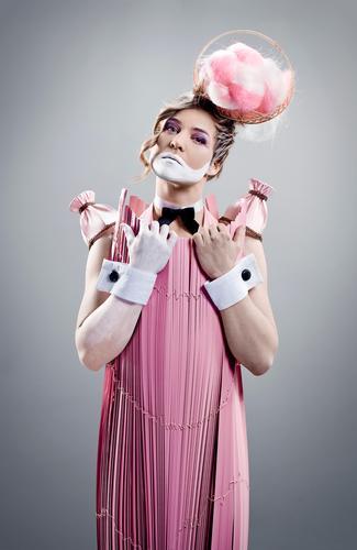 Pink Diva elegant Stil feminin Junge Frau Jugendliche 18-30 Jahre Erwachsene Kleid Accessoire Fliege Maske Kopfschmuck Haare & Frisuren blond Coolness schön