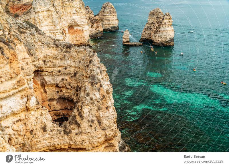 Felsen, Klippen und Meereslandschaft an der Lagos Bay Coast in Algarve, Portugal Natur Golfloch Höhle Landschaft Strand Stein Bogen Fenster Aussicht schön