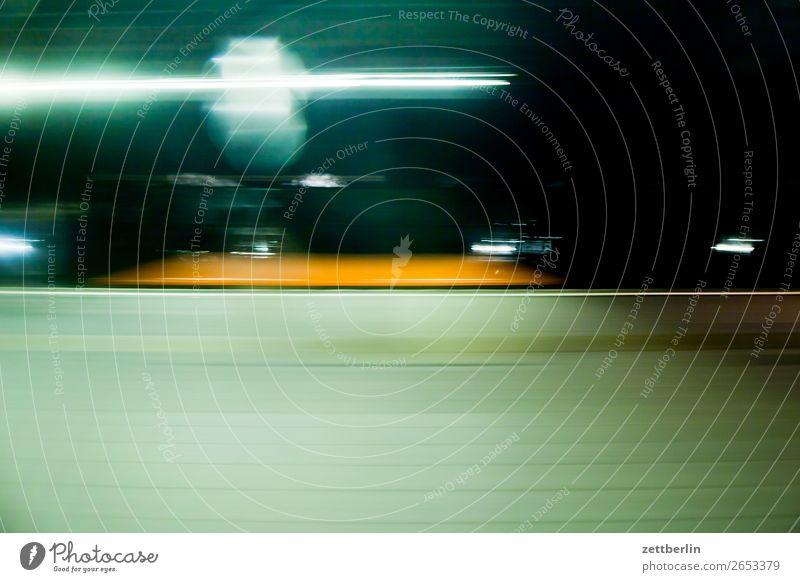 S-Bahnhof Abend Berlin Bewegung Bewegungsunschärfe Berliner Verkehrsbetriebe geheimnisvoll Eile Lichtstreifen Lightshow Lichtmalerei Nacht