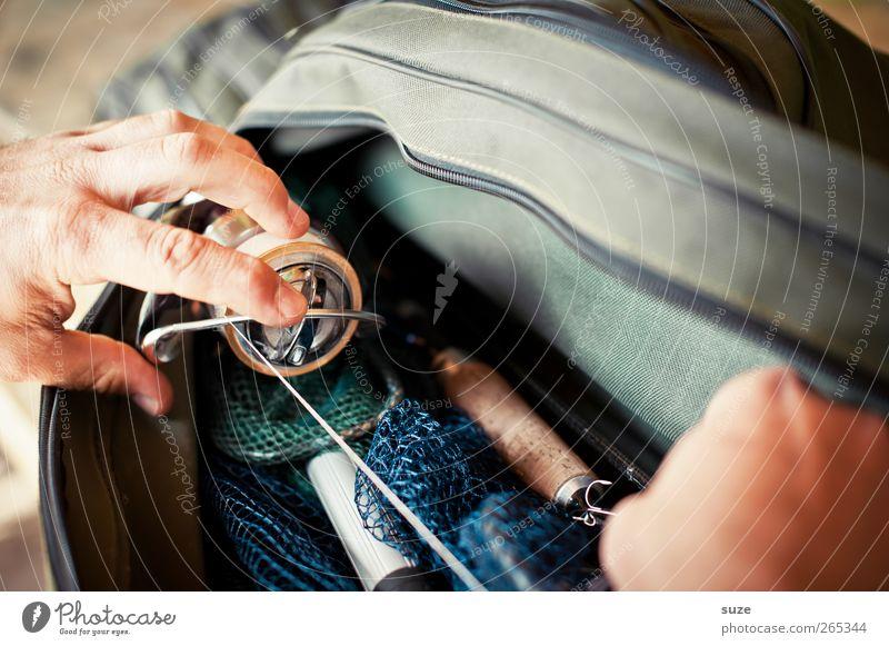 Rute zück' Mensch Mann Hand Erwachsene Freizeit & Hobby maskulin Finger authentisch Angeln Tasche Angler Angelrute Vorbereitung Spule