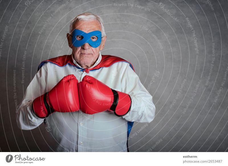 Super-Opa, älterer Mann, gekleidet als Superheld. Lifestyle Spielen Abenteuer Freiheit Feste & Feiern Jahrmarkt Erfolg Ruhestand Mensch maskulin