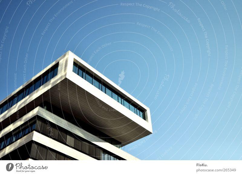 Hafen City Architektur Hafencity Hafenstadt Stadtzentrum Menschenleer Haus Hochhaus Bauwerk Gebäude Mauer Wand Fassade Fenster eckig modern blau weiß