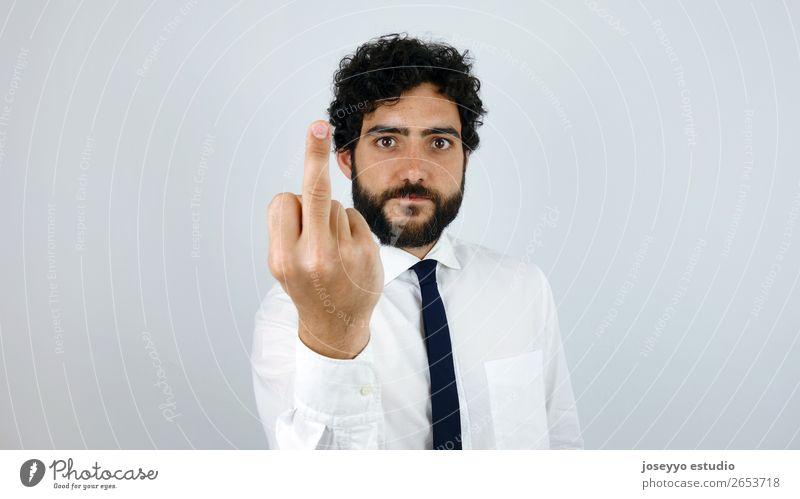 Fick dich. Gutaussehender Mann mit Hemd, das den Finger zeigt. Lifestyle Arbeit & Erwerbstätigkeit Beruf Büro Wirtschaft Kapitalwirtschaft Business Erwachsene