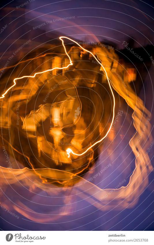 Hinterhof (gedreht) Himmel Himmel (Jenseits) Stadt Haus Fenster Wand Textfreiraum Fassade Häusliches Leben Wohnhaus Stadtzentrum Wohnhochhaus chaotisch