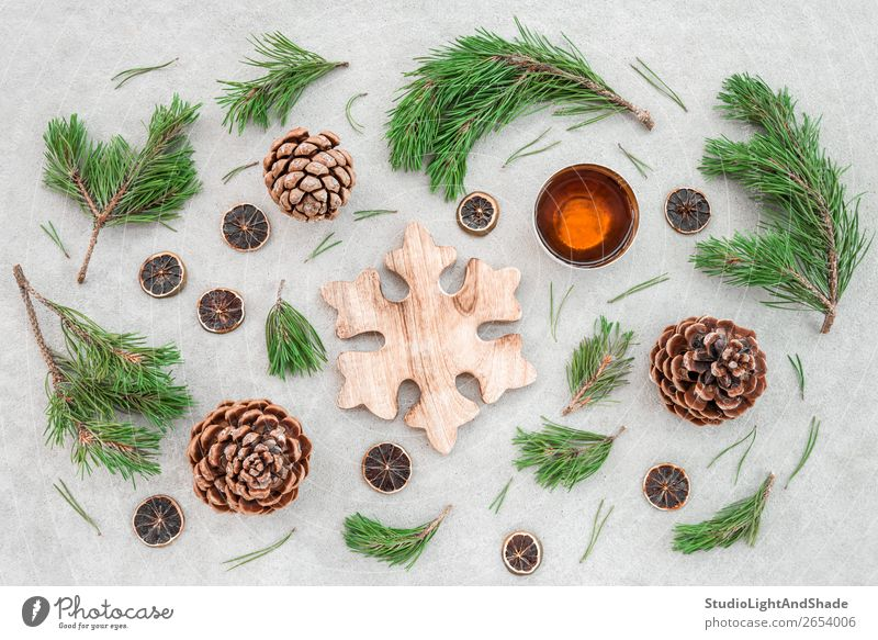 Natur Weihnachten & Advent Pflanze Farbe grün Baum Winter Holz Wärme natürlich Stil braun grau Dekoration & Verzierung Kreis Beton
