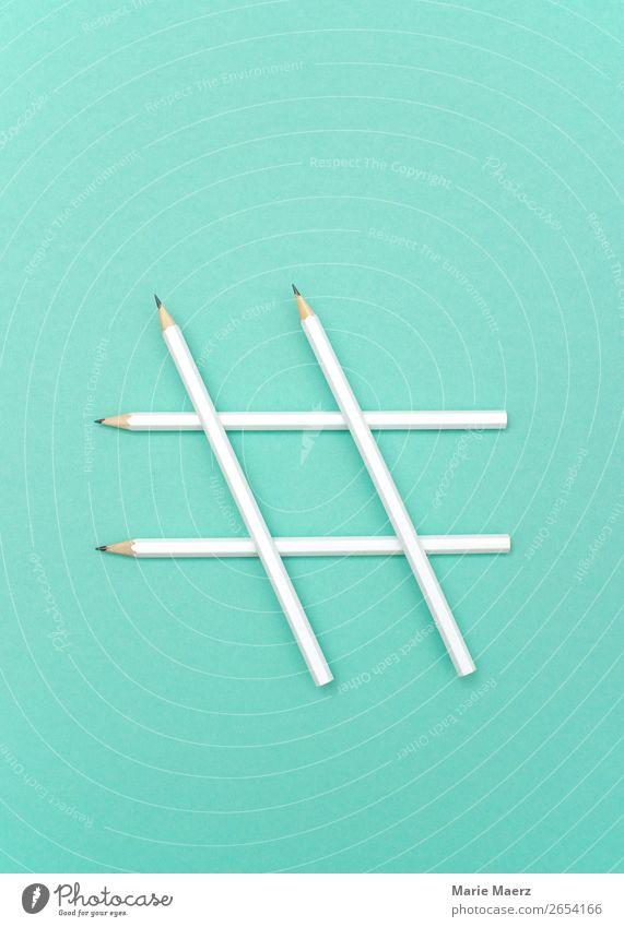 Hashtag-Symbol aus weißen Stiften sprechen Design hell modern Kommunizieren Kreativität Idee Coolness einfach Zeichen Neugier schreiben Bildung Netzwerk