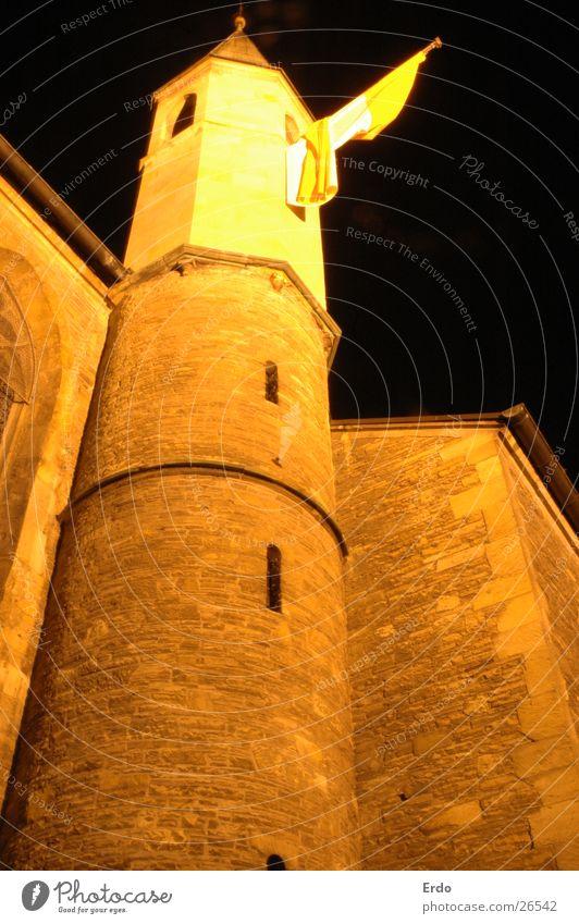 Zu Münster II Fahne Fenster Mauer Nachtaufnahme historisch dunkel Architektur Turm Burg oder Schloss