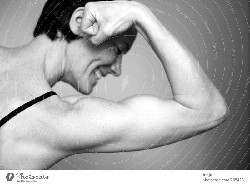 wenn Frauen Berge versetzen sportlich Fitness Leben Freizeit & Hobby Sport Sport-Training Bodybuilding Erwachsene Frauenarm Muskulatur Bizeps Faust 1 Mensch