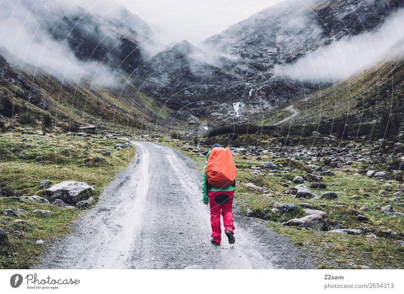 Aufstieg zur Braunschweiger Hütte | E5 Abenteuer Expedition wandern Mensch Wolken schlechtes Wetter Nebel Alpen Berge u. Gebirge Gletscher Regenbekleidung