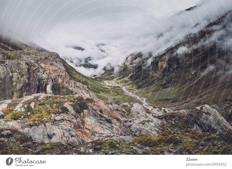 Blick Richtung Mittelberg AT | E5 Abenteuer wandern Umwelt Natur Landschaft Wolken Klima Klimawandel schlechtes Wetter Nebel Felsen Alpen Berge u. Gebirge